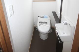1階のトイレはタンクレストイレ トイレが広く使え見た目がすっきり掃除がしやすい