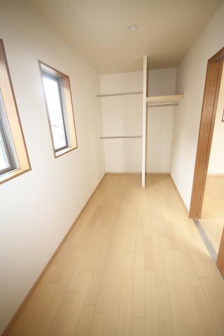 ウォークイン・クローゼットは、人が中に入っていける お部屋のように大きな収納空間